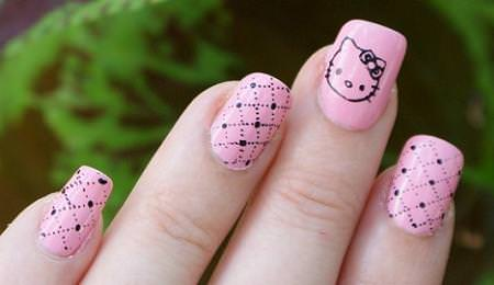 Manicura rosa de Hello Kitty