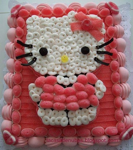 tarta hello kitty gominolas rosa  - Tartas de chucherías de Hello Kitty