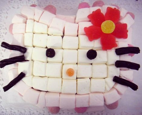 tarta hello kitty chuches nubes  - Tartas con chuches de Hello Kitty