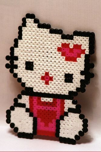 Hello Kitty Pyssla idea  - Hello Kitty de Pyssla