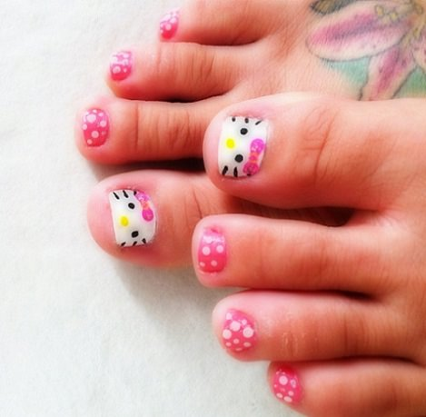Uñas pintadas de hello kitty , Ideas originales para una pedicura de Hello Kitty