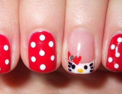 hello kitty unas lunares