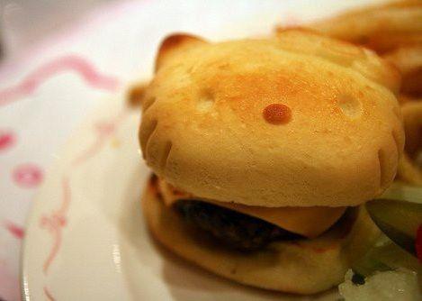 comida hello kitty hamburguesa