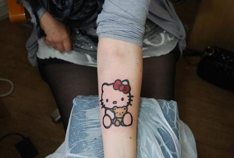 Hello Kitty tatuaje