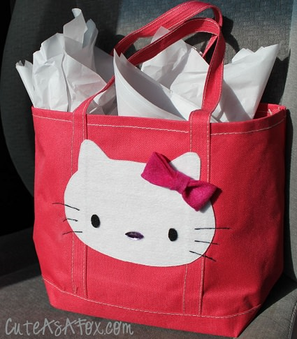 como decorar un bolso de hello kitty