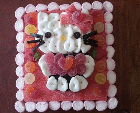 tarta de chuches de hello kitty